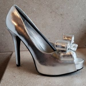 Gorgeous silver heels